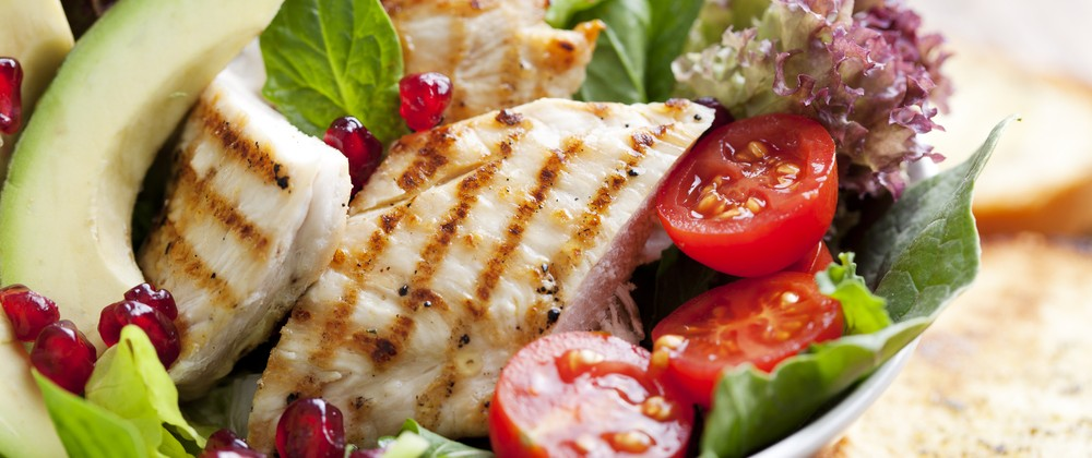 Warm-Chicken-Salad-Massel-Bouillon-1000x420